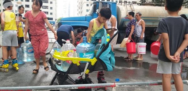 Hà Nội: Khuyến cáo người dân không dùng nước có mùi lạ để nấu ăn, nên mua nước bình trong sinh hoạt hằng ngày-3