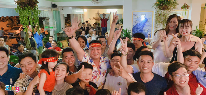 Diễn viên Lý Hùng, Tấn Beo và nhiều nghệ sĩ vỡ òa khi Duy Mạnh ghi bàn-3