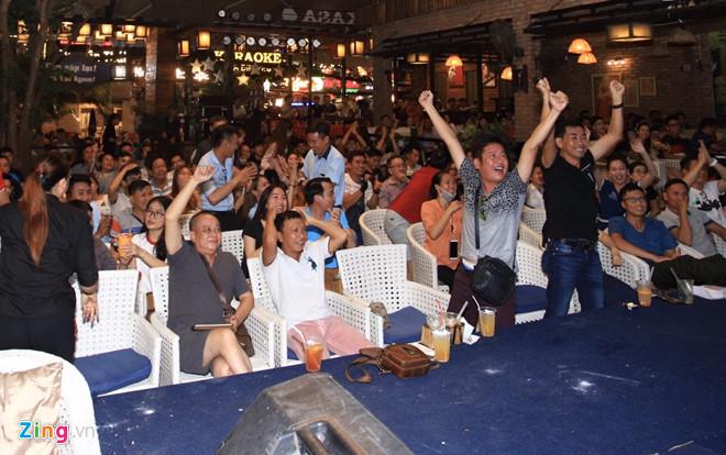 Diễn viên Lý Hùng, Tấn Beo và nhiều nghệ sĩ vỡ òa khi Duy Mạnh ghi bàn-6