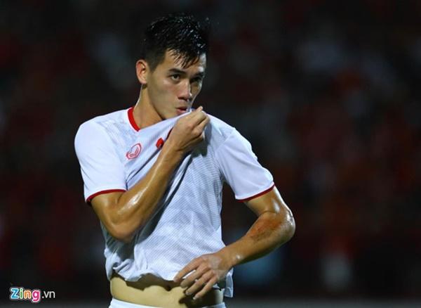 Việt Nam vẫn xếp sau Thái Lan sau trận thắng Indonesia-4
