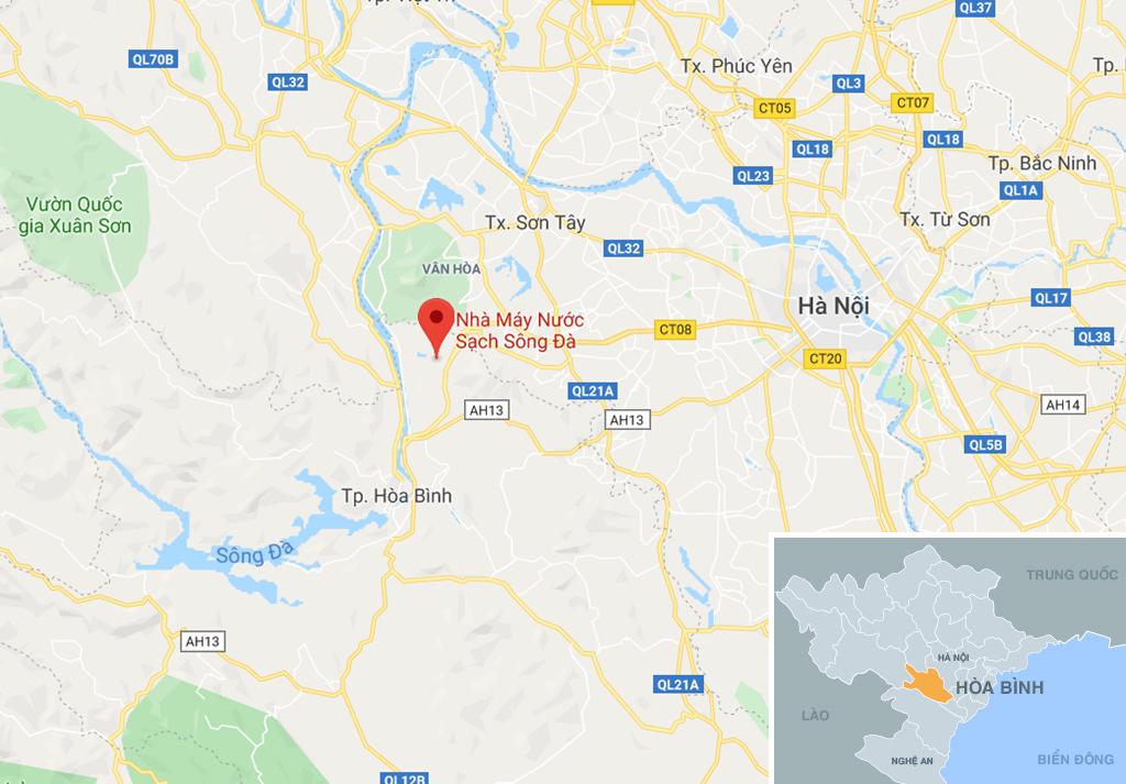 Dòng suối gần nhà máy nước sông Đà vẫn đen kịt sau 1 tuần bị đổ dầu-12