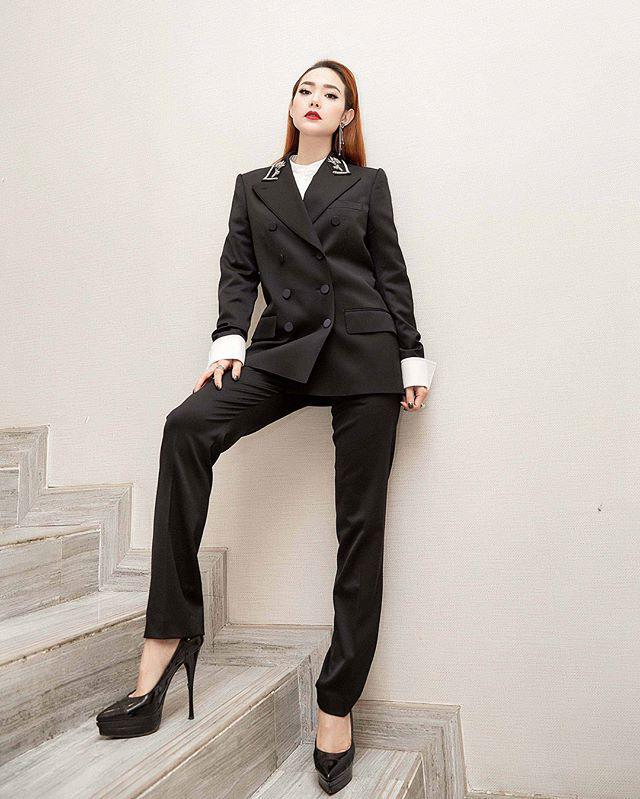 """Chân không dài nhưng Minh Hằng luôn có cách hô biến"""" chiều cao chỉ bằng những kiểu quần đơn giản-12"""