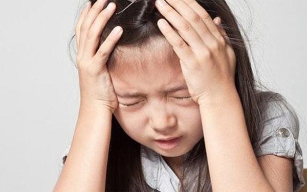 Mẹ ơi! Thay băng vệ sinh ở trường xấu hổ lắm: Con gái học lớp 5 gặp sự cố, mẹ nói thế nào để trấn an tâm lý?-3