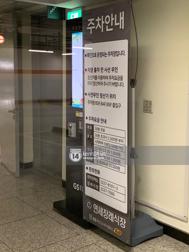 Tang lễ Sulli từ Hàn: Fan khiếm thị một mình đến sớm chờ, Yoo Ah In tiết lộ nghệ sĩ Hàn đã đến viếng từ rạng sáng-25
