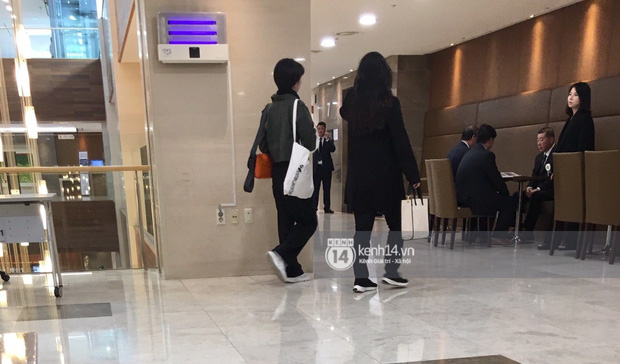 Tang lễ Sulli từ Hàn: Fan khiếm thị một mình đến sớm chờ, Yoo Ah In tiết lộ nghệ sĩ Hàn đã đến viếng từ rạng sáng-16
