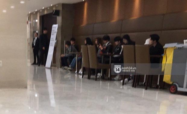 Tang lễ Sulli từ Hàn: Fan khiếm thị một mình đến sớm chờ, Yoo Ah In tiết lộ nghệ sĩ Hàn đã đến viếng từ rạng sáng-13