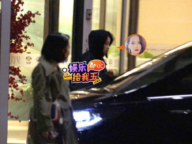 Tang lễ Sulli từ Hàn: Fan khiếm thị một mình đến sớm chờ, Yoo Ah In tiết lộ nghệ sĩ Hàn đã đến viếng từ rạng sáng-27