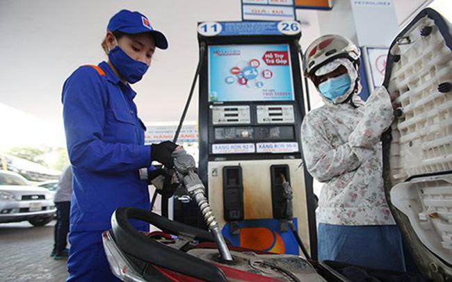 Xăng giảm giá vài trăm đồng, bất ngờ dầu giảm hơn 2.000 đồng/lit-1
