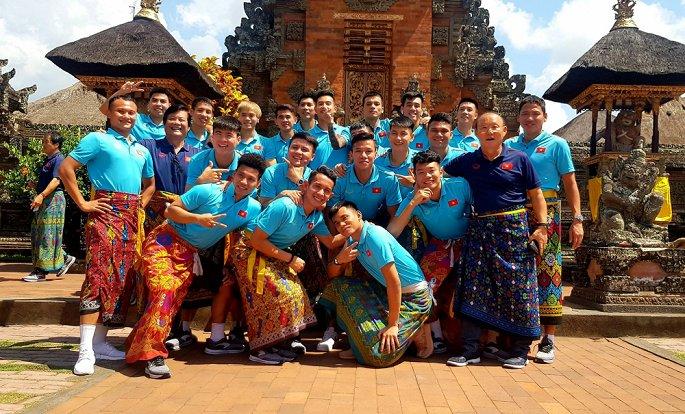 Tuyển Việt Nam dạo chơi Bali, Công Phượng, Văn Hậu trở lại châu Âu-2