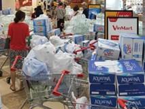 Người dân Hà Nội quét sạch các siêu thị để tích trữ nước khoáng đóng chai sau sự cố nước sinh hoạt nhiễm dầu