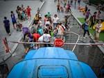 Cư dân chung cư Linh Đàm lo lắng khi nước sạch được cấp miễn phí có mùi tanh, màu lạ-7