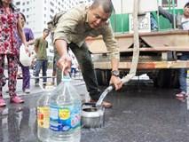 Cư dân chung cư Linh Đàm lo lắng khi nước sạch được cấp miễn phí có mùi tanh, màu