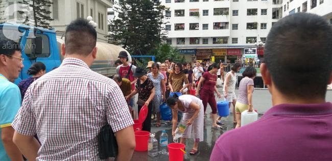 Xác định nguyên nhân nước cấp cho cư dân khu đô thị Linh Đàm có mùi tanh, màu lạ: Do bồn chứa của xe cung cấp nước không sạch-4