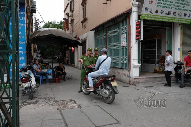 Vội vã quặt xe chạy trốn cảnh sát 141, cô gái nổi nhất phố Hà Nội-4