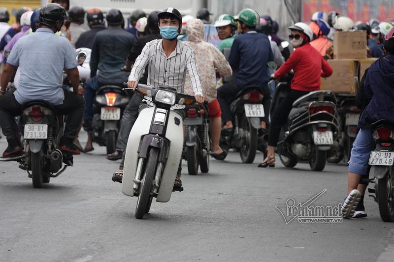 Vội vã quặt xe chạy trốn cảnh sát 141, cô gái nổi nhất phố Hà Nội-6