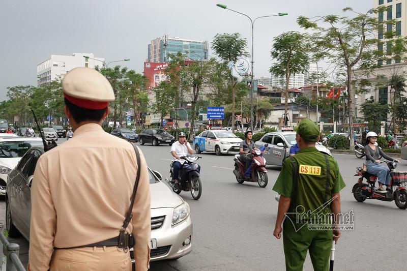 Vội vã quặt xe chạy trốn cảnh sát 141, cô gái nổi nhất phố Hà Nội-10