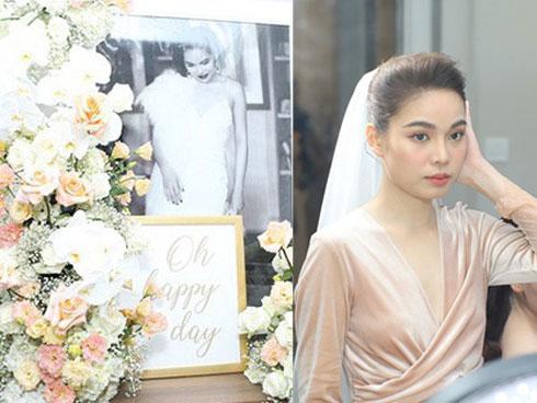 Lễ ăn hỏi của Giang Hồng Ngọc tại nhà riêng: Không gian trang nhã phủ đầy hoa tươi, cô dâu xinh đẹp vừa dịu dàng vừa gợi cảm
