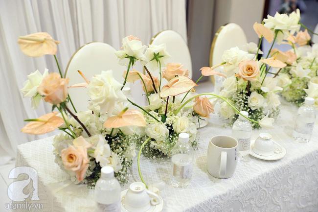 Lễ ăn hỏi của Giang Hồng Ngọc tại nhà riêng: Không gian trang nhã phủ đầy hoa tươi, cô dâu xinh đẹp vừa dịu dàng vừa gợi cảm-8