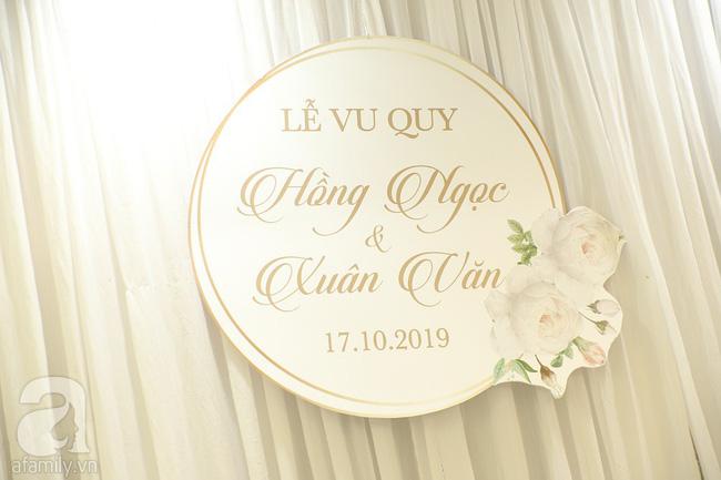 Lễ ăn hỏi của Giang Hồng Ngọc tại nhà riêng: Không gian trang nhã phủ đầy hoa tươi, cô dâu xinh đẹp vừa dịu dàng vừa gợi cảm-9