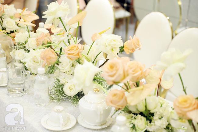 Lễ ăn hỏi của Giang Hồng Ngọc tại nhà riêng: Không gian trang nhã phủ đầy hoa tươi, cô dâu xinh đẹp vừa dịu dàng vừa gợi cảm-10