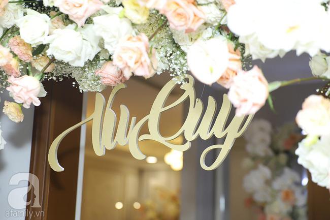 Lễ ăn hỏi của Giang Hồng Ngọc tại nhà riêng: Không gian trang nhã phủ đầy hoa tươi, cô dâu xinh đẹp vừa dịu dàng vừa gợi cảm-11