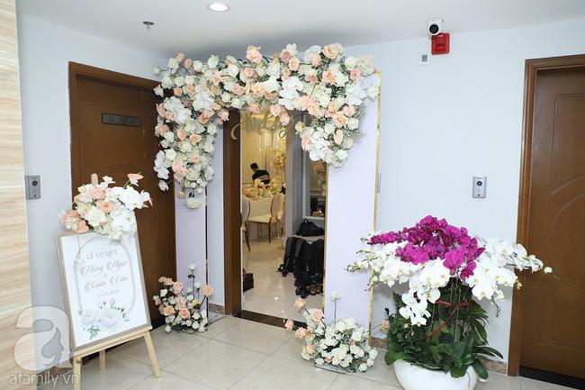 Lễ ăn hỏi của Giang Hồng Ngọc tại nhà riêng: Không gian trang nhã phủ đầy hoa tươi, cô dâu xinh đẹp vừa dịu dàng vừa gợi cảm-12