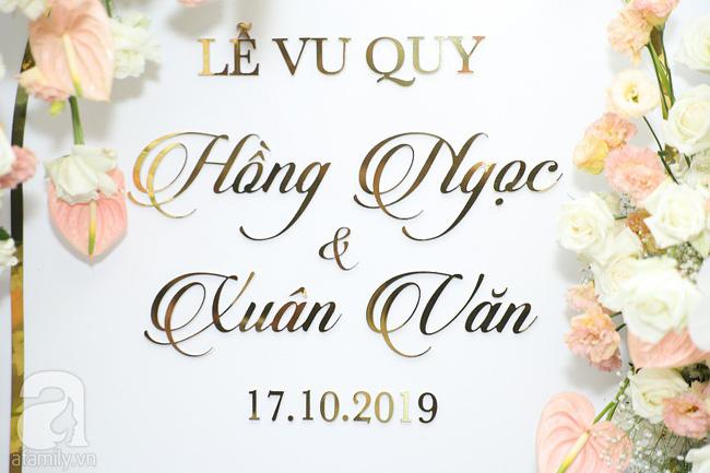 Lễ ăn hỏi của Giang Hồng Ngọc tại nhà riêng: Không gian trang nhã phủ đầy hoa tươi, cô dâu xinh đẹp vừa dịu dàng vừa gợi cảm-13