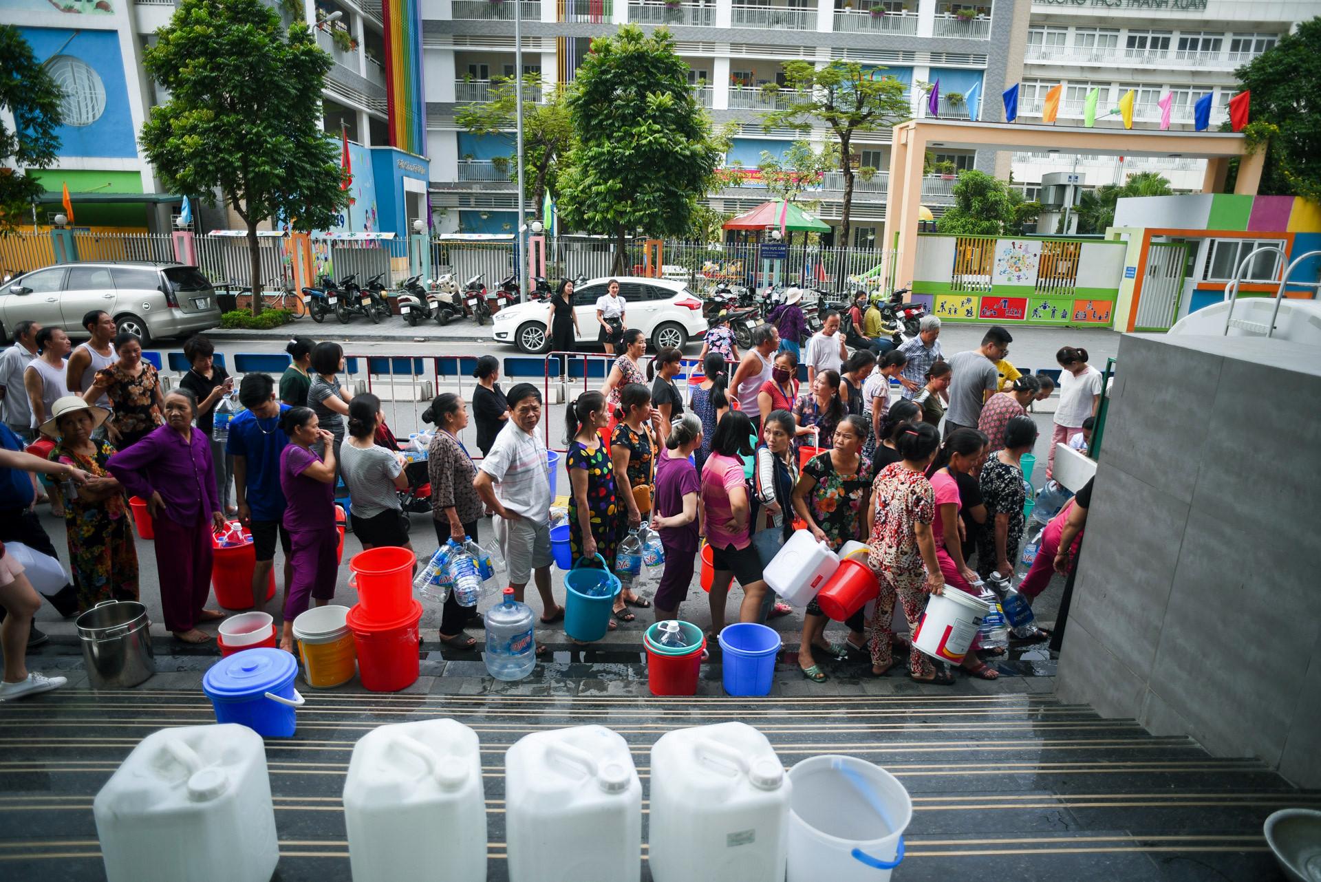 Cuộc sống người Hà Nội đảo lộn trong cơn khủng hoảng nước-1