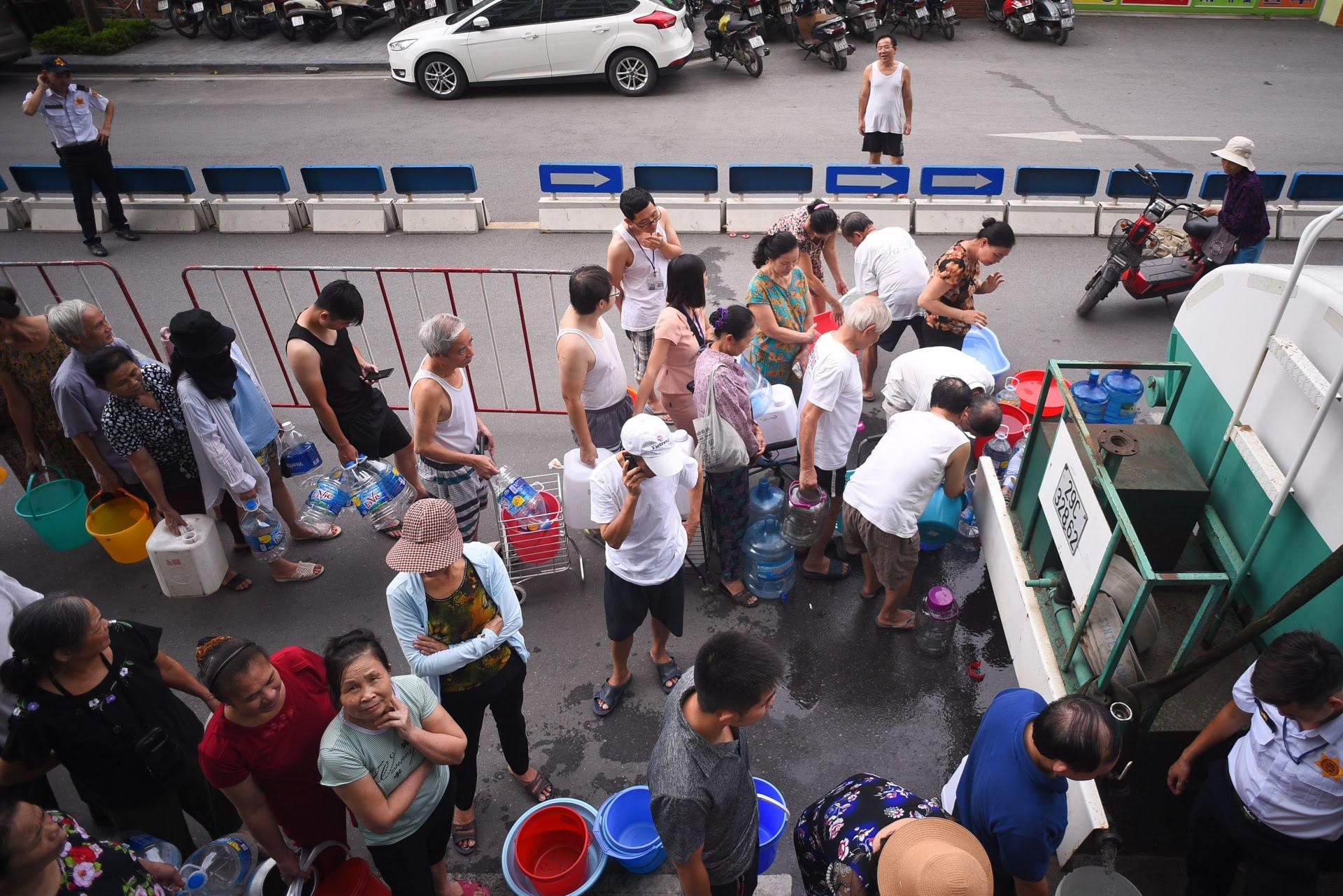 Cuộc sống người Hà Nội đảo lộn trong cơn khủng hoảng nước-15
