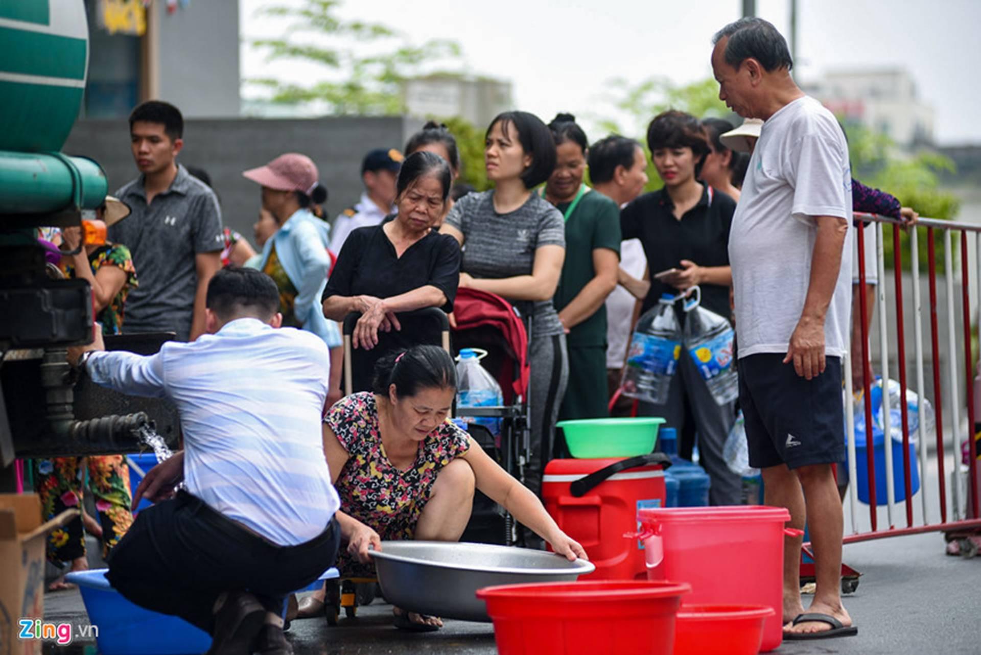 Cuộc sống người Hà Nội đảo lộn trong cơn khủng hoảng nước-16