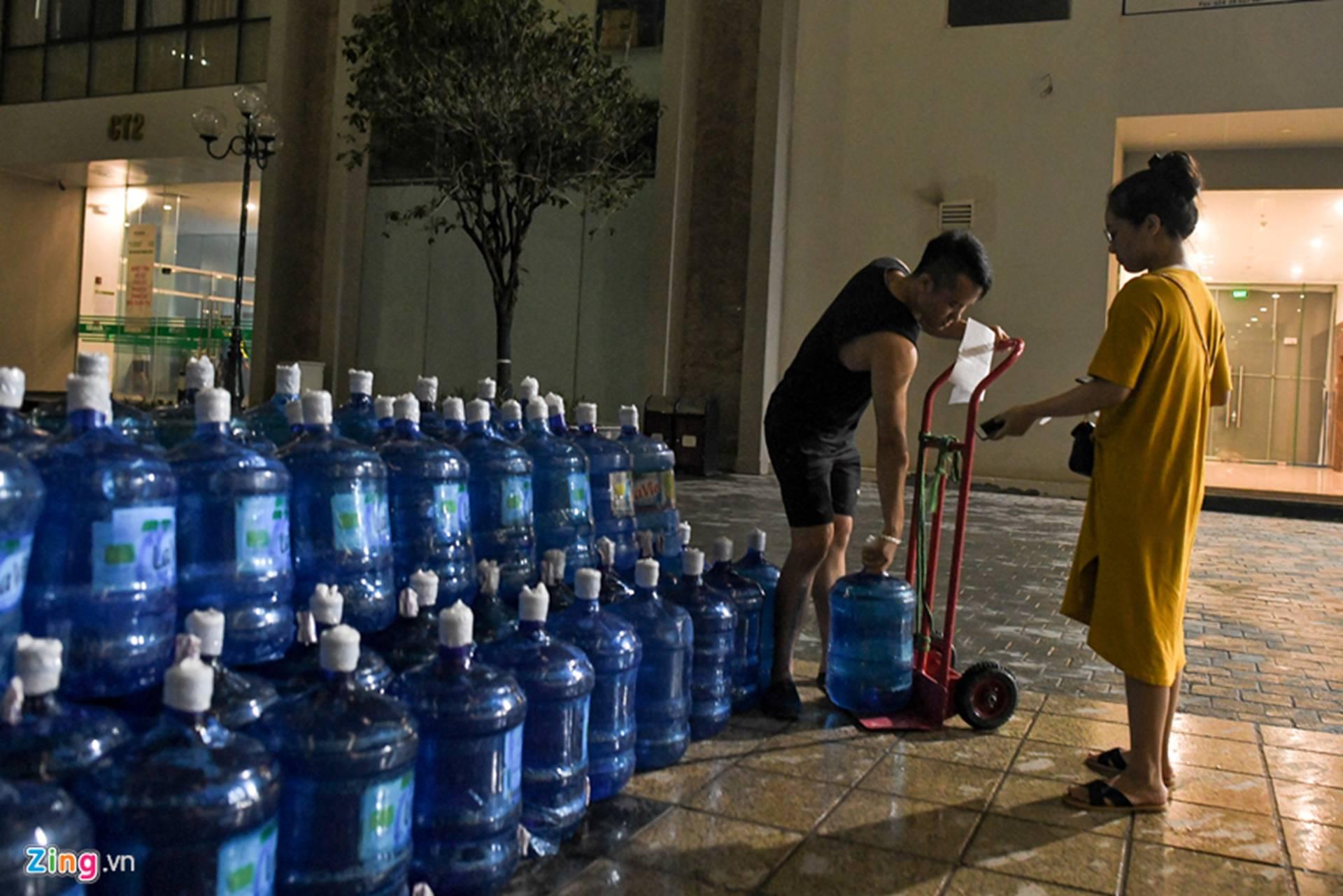 Cuộc sống người Hà Nội đảo lộn trong cơn khủng hoảng nước-20