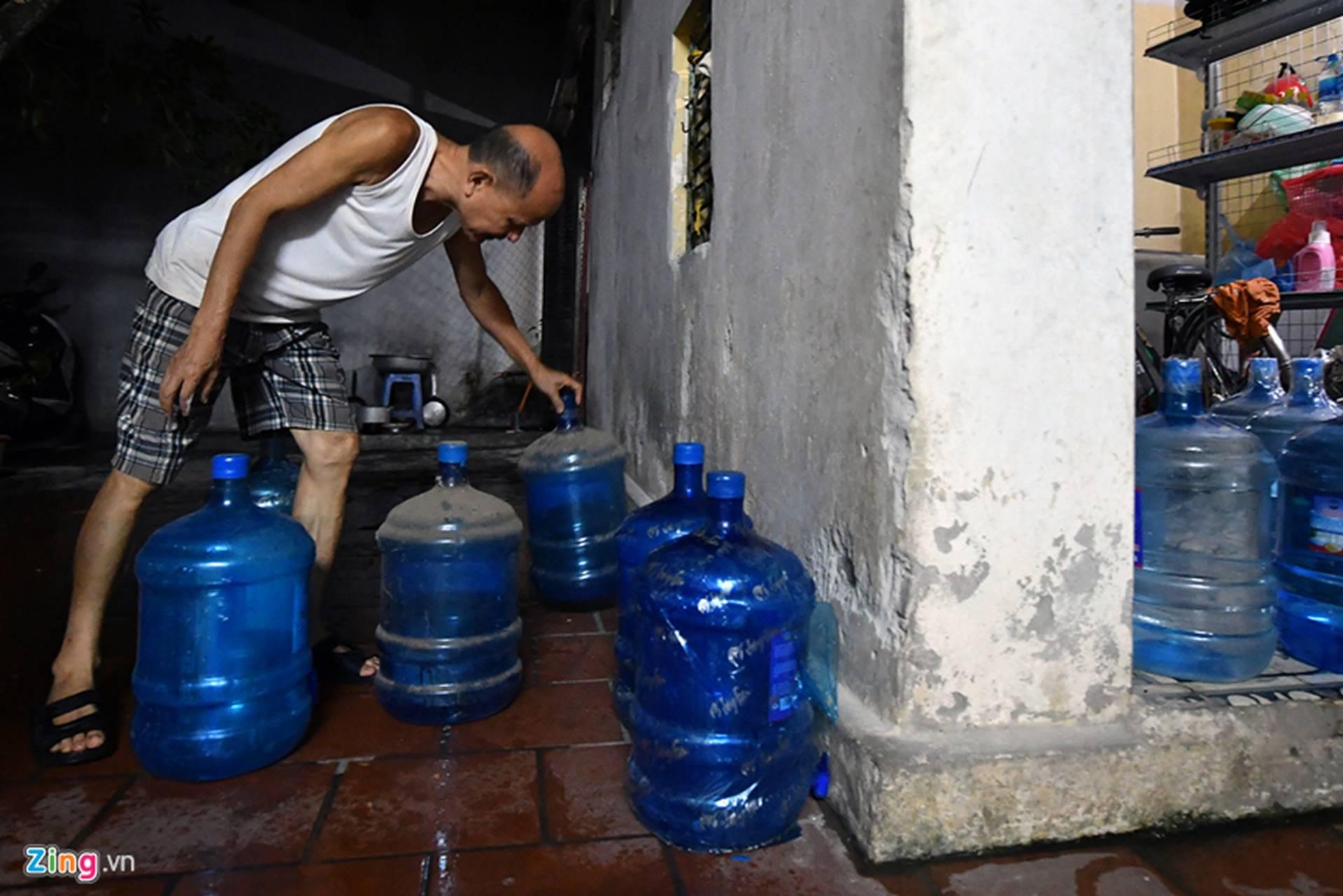 Cuộc sống người Hà Nội đảo lộn trong cơn khủng hoảng nước-23