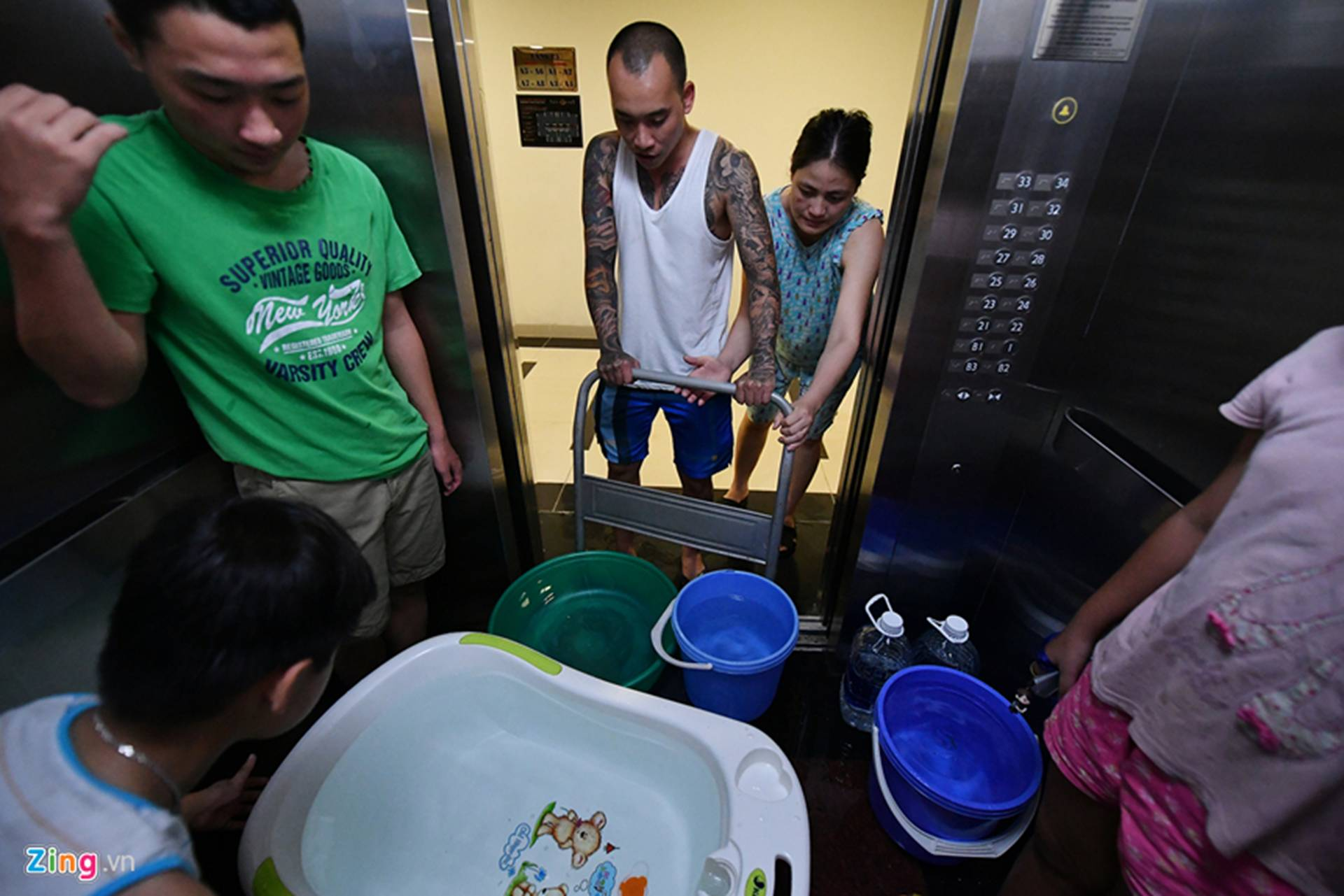 Cuộc sống người Hà Nội đảo lộn trong cơn khủng hoảng nước-27