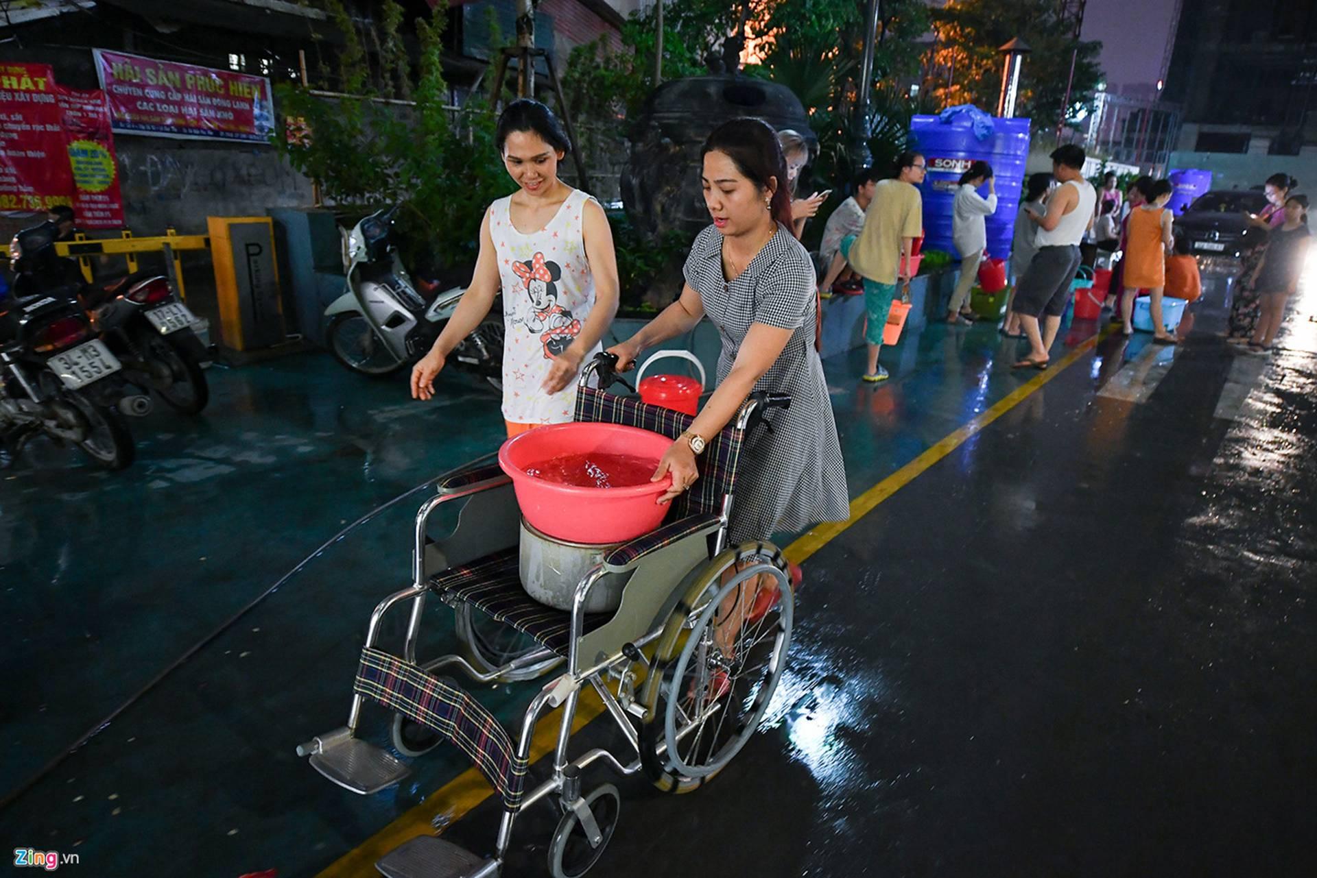 Cuộc sống người Hà Nội đảo lộn trong cơn khủng hoảng nước-28