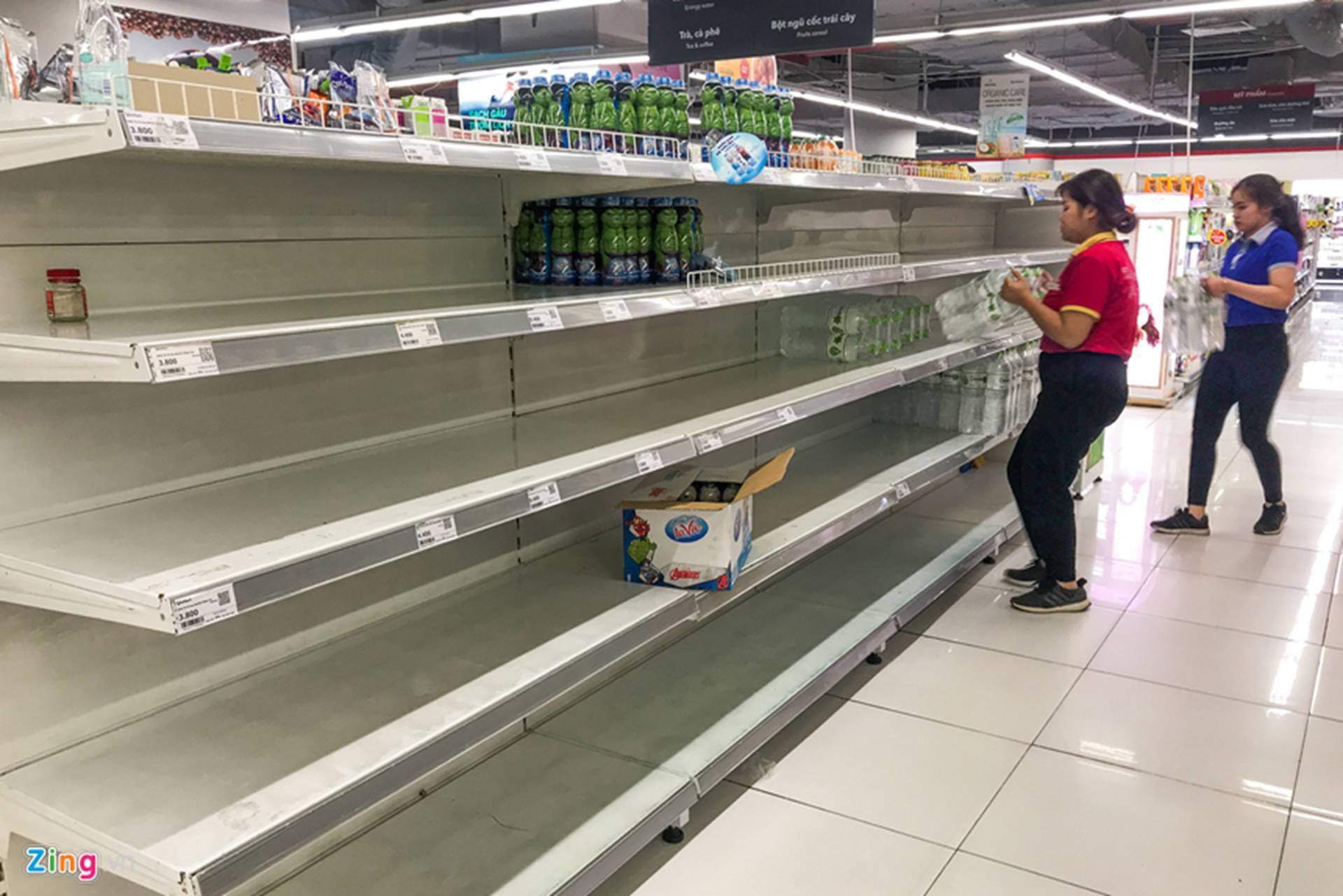 Cuộc sống người Hà Nội đảo lộn trong cơn khủng hoảng nước-37