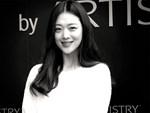Xúc động hình ảnh bó hoa 26 bông hồng trắng fan Trung lặn lội sang Hàn gửi tặng tiễn biệt lần cuối tới Sulli-9