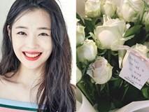 Xúc động hình ảnh bó hoa 26 bông hồng trắng fan Trung lặn lội sang Hàn gửi tặng tiễn biệt lần cuối tới Sulli