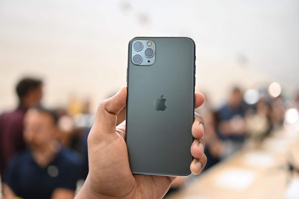 Giá iPhone 11 chạm đáy tại Việt Nam, 13 triệu đã có thể mua-2