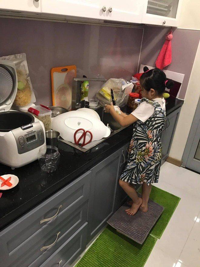 Huy Khánh mất công nấu nhưng vợ không ăn, con gái nói một câu ai nghe cũng mát ruột-5