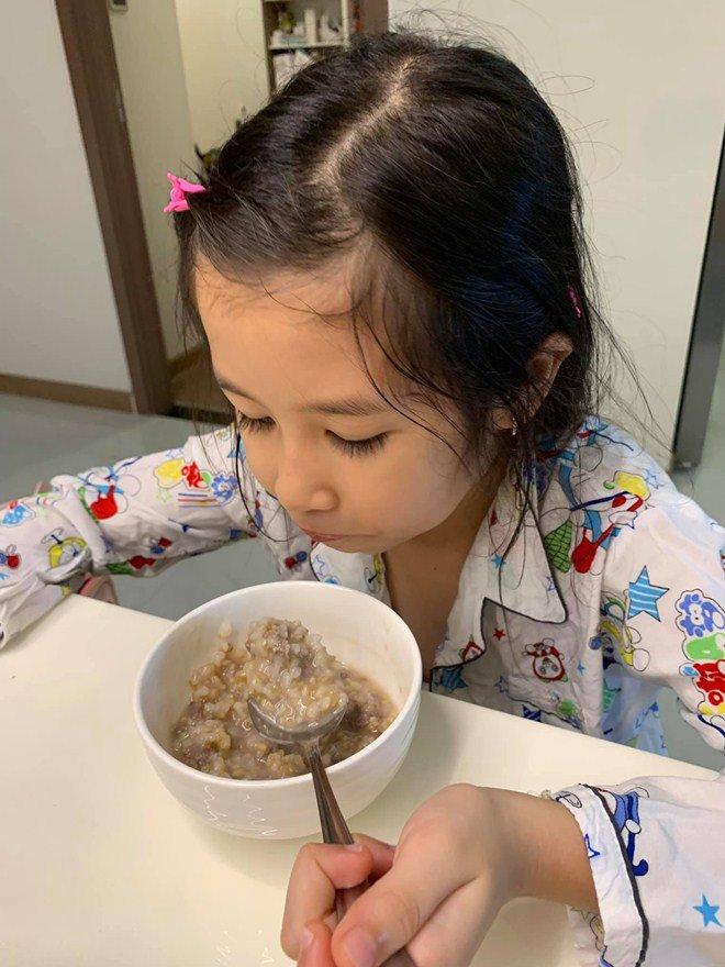 Huy Khánh mất công nấu nhưng vợ không ăn, con gái nói một câu ai nghe cũng mát ruột-10