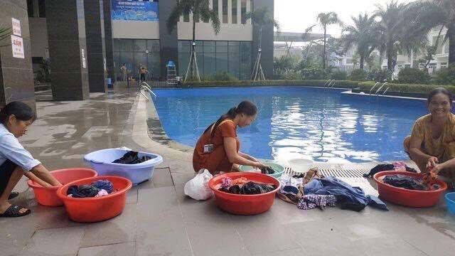 Hà Nội những ngày thiếu nước sạch: Dân công sở cắm rễ tại văn phòng, cư dân xuống hồ bơi để giặt giũ, lấy nước sinh hoạt-4