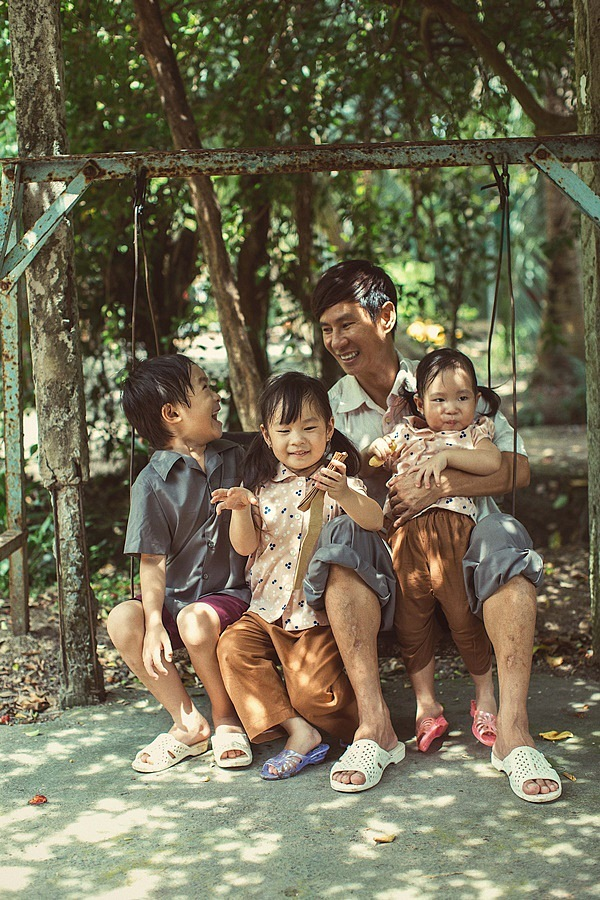 Sao Việt nhà xe tiền tỷ vẫn mặc đồ chợ, đi xe máy, ăn cơm bụi-9