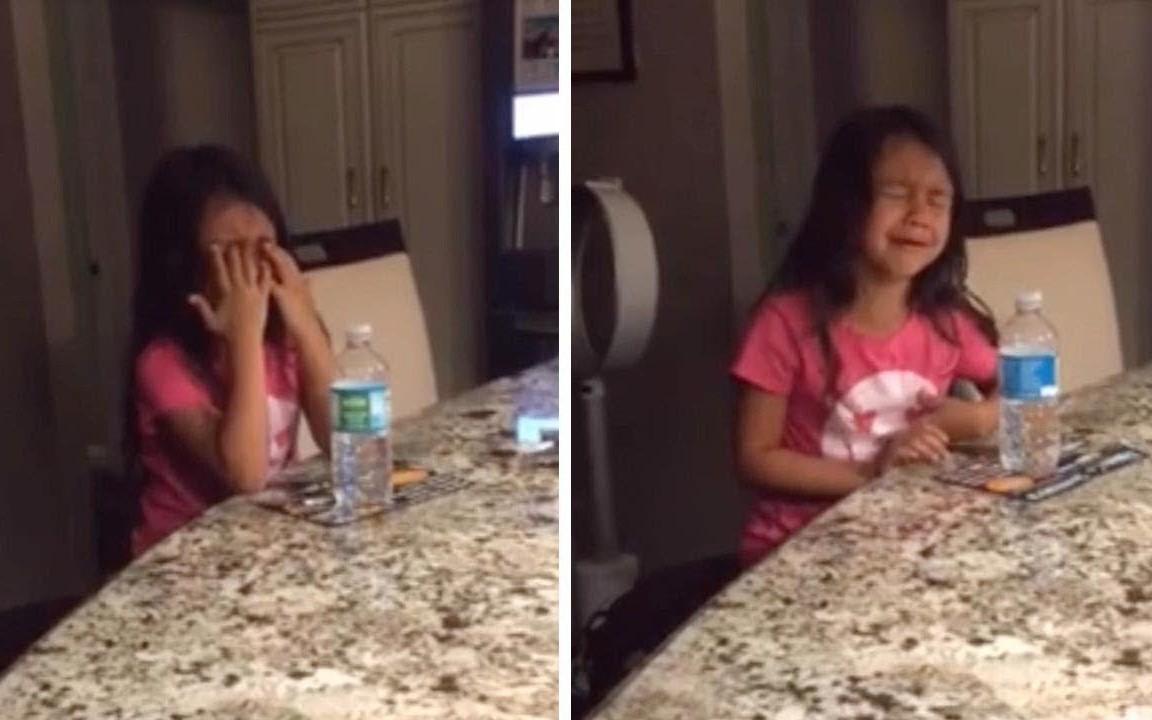 Hỏi con gái 8 tuổi lớn lên muốn làm gì, câu trả lời gây sốc cùng khuôn mặt khóc lóc nức nở của cô bé khiến mẹ cười lăn lộn-1