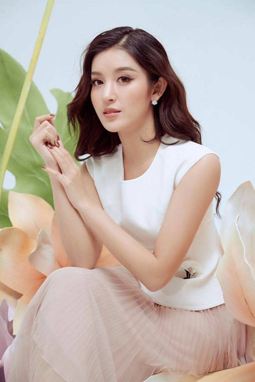 Huyền My thanh lịch ngọt ngào với bộ ảnh nhân ngày Phụ nữ Việt Nam-10