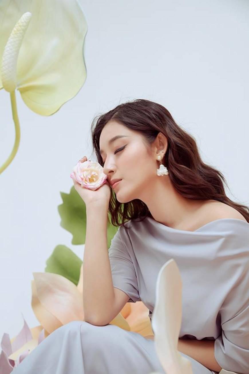 Huyền My thanh lịch ngọt ngào với bộ ảnh nhân ngày Phụ nữ Việt Nam-4