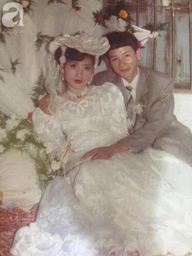 Chuyện tình bất ngờ của cô Hoa khôi Hải Dương đẹp nức tiếng và tấm ảnh cưới 29 năm trước cũng chứa đựng cả câu chuyện dài-1