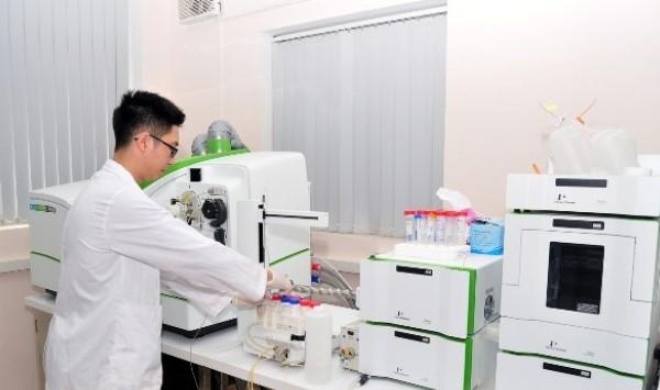 Xét nghiệm miễn phí cho người dân chịu ảnh hưởng của sự cố ô nhiễm nước sông Đà-1