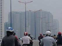 TP.HCM lại xuất hiện sương mù dày đặc từ sáng đến trưa, người dân ngán ngẩm khi ra đường vì sợ ô nhiễm