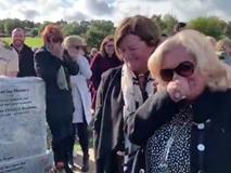 Người chết 'chơi khăm' quan khách trong đám tang mình