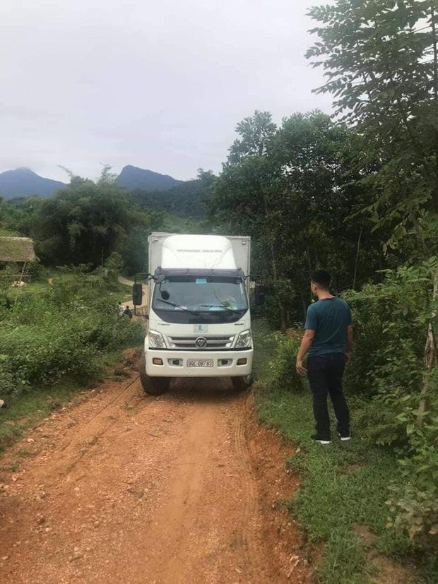 Bất thường đường đi của xe ô tô chở dầu thải đổ xuống nguồn nước sông Đà-1